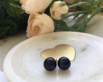 Freshwater pearl stud 8mm earrings in black