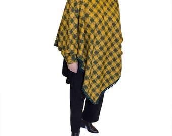 Plaid carp/poncho with sleeves