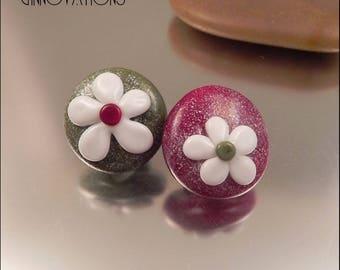 Ginnovations lampwork, Cranberry Garland Glass Shank Button Pair