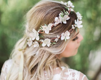 flower crown wedding, bridal flower crown, cream flower crown, ivory flower crown, floral crown wedding, bridal headpiece, green leaf crown