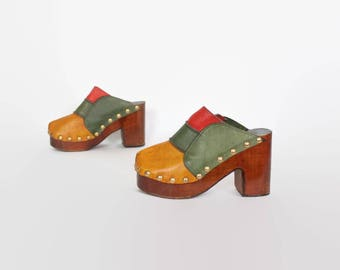 Vintage 70s Leather CLOGS / 1970s Patchwork Closed Toe Wood Heel PLATFORMS 7