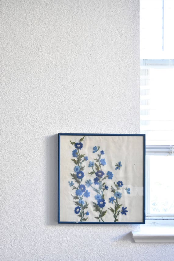 framed blue white mid century cross stitch crewel flower art picture / needlepoint / wall hanging