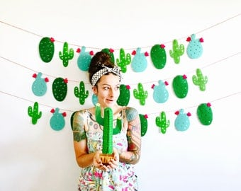 Cactus Garland - Mexican Fiesta Banner, Taco bout a Party, Photo Booth, Taco Bar, Cinco de Mayo, Bachelorette Party, Southwest Birthday