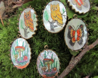 Vintage Assorted Mushroon, Owl, Or Butterfly Mother Of Pearl  Painted Set Cabochon