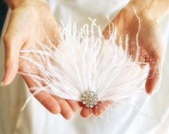 Ivory Bridal Head Piece, Feather hair clip, Wedding Fascinator, Feather Hair Piece, Veil Alternative, Wedding Headpiece, Bridal Clip