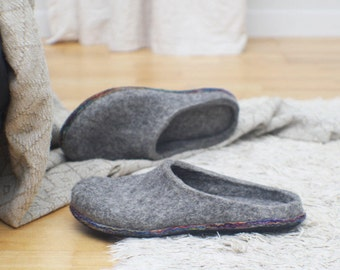 Felt slippers - Slip in slippers - Men home shoes - Grey slippers - Felted clogs - Natural wool slippers - Woolen clogs - Christmas slippers