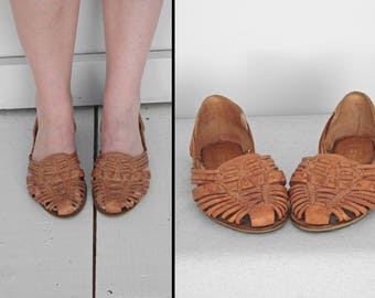 Leather HUARACHES by Predictions 1980s US Size 6 Nina Style Woven Sandal