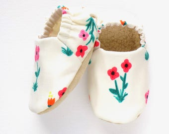 Flower Baby Girl Shoes, Soft Sole Shoes, Baby Booties, Baby Girl Soft Shoes, Slip On Baby Shoes, Baby Girl Gift, Available in 3 Sizes