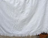 White Bedding Antique  Fr...