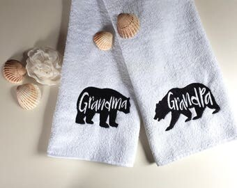 Set Of 2 / Personalized Towel / Monogrammed Towel / Hand Towel / Wedding Towels / Embroidered Towel