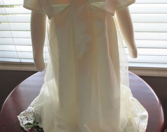 Beautiful off-white Christenting/Baptism/Blessing dress with puffed sleeves