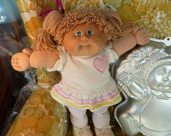 Clearance! 1983 Cabbage Patch Coleco Doll with 1984 Cabbage Patch Doll Wilton Cakepan Set
