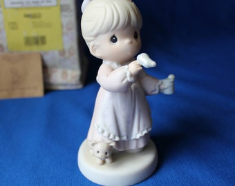Precious Moments 1993 'Memories Are Made Of This' Porcelain Figurine - Girl Blowing Bubbles 529982