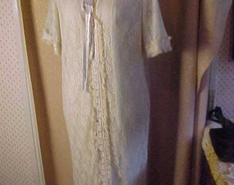 Vintage 1950s Robe White Lace over Blue Lining  Med   #3028