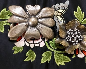 Vintage Metal Flower Belt Buckles / Antiqued Bronze and Antiqued Silver / LG Buckles / Retro / Boho / Abstract / Hipster / High Fashion