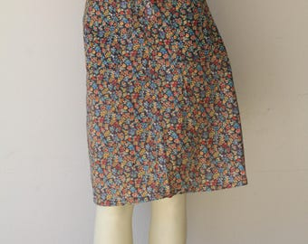 Lovely 70's Vintage Petite Floral Two Front Pocket Wrap Skirt