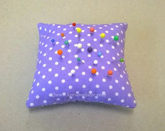 Pin cushion in purple with white spots, small pin cushion, spotty pin pillow, square pin cushion, sewing accessory, pin holder, pincushion