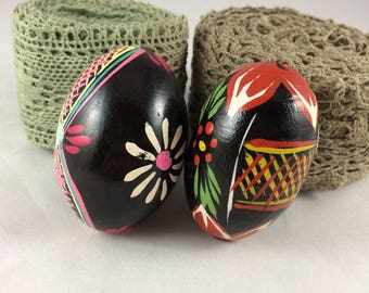 Set of 2 vintage Solid Wood Easter Eggs Hand Painted Ornament Decoration Figures Wood Pysanky