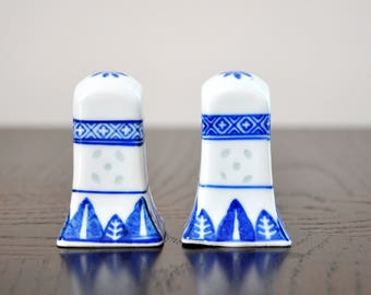 Vintage Blue & White Oriental Salt and Pepper Shakers / Ceramic / Dining and Serving / Tabletop / Gifts under 15 / Unique / Stylish