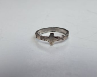 Vintage Sterling Silver Band With Cross Shape Design on Front and Pretty Accents on Sides, Precious Metal Fine Ladies Classic Jewelry