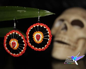 Earrings of chaquira with skull and canutillo