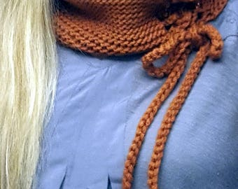 Cowl with braid