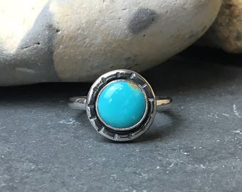 Turquoise solitaire ring, Kingman turquoise ring, Sterling silver stacking ring, Boho ring, Sterling silver ring size UKO1/2 / US 7.25