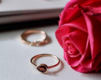 14k rose gold garnet ring // rose gold ring // garnet ring // gold minimal ring // january birthstone // jewelry // gift for her