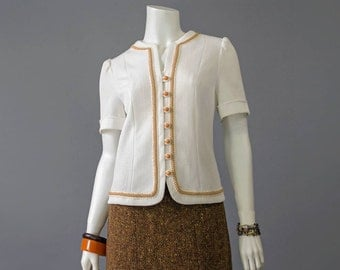 Jackie O 1960s Blouse • 60s White Blouse • Butterscotch Braided Trim Textured Knit Top • Puff Sleeve Day Blouse • Button Up Tailored Blouse