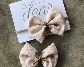 Pale pink with gold speckles bow || alligator clip or nylon headband