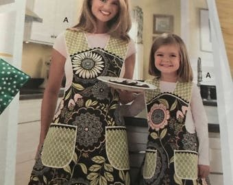 Mother, daughter holiday apron pattern