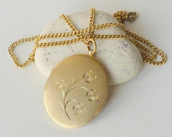 Vintage Oval Gold Tone Locket Necklace, Gold Tone Locket Pendant, Oversized  Locket Retro Jewelry Big Locket Pendant Floral Locket Jewelry
