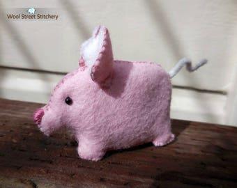 Felt stuffed pig, small handmade pig, pink pig, soft toy, farm animal, felt stuffed animal, felt animal gift