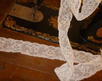 Beautiful lace cream non stretch 4cm