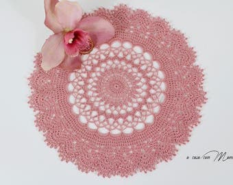 Crochet centerpiece, crochet round doily, lace doily, gifts for her, home gifts, home decor, table runner,