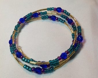 Blue, green gold seed bead and bugle bead memory wire bracelet