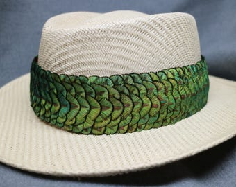 "Feather Hat Band Humu Papa, Lei Hulu, 26"" Peacock Green/Gold Feathers, 5 Feathers Per Row"