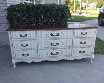 This dresser is sold, do not purchase