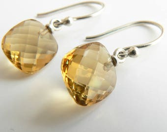 earring with cahmpagne quartz