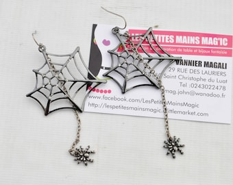 earring original Spider Web and its hanging spider halloween