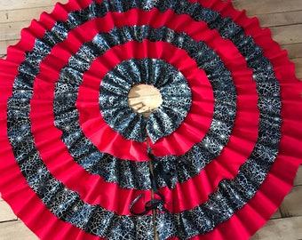 Christmas tree skirt, tree skirt, halloween tree skirt, red and black tree skirt