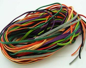 24 fils SUEDINE faux daim cordon plat 3x1mm par 95cm MIX 8 couleurs