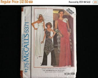McCall's pattern 5371. Vintage, uncut 1970s misses' dress or tunic and pants for unbound stretchable knits. Size small (10-12)