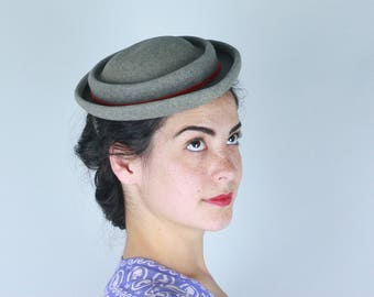 Vintage 1940s Hat | 40s 50s Heathered Grey Wool Hat with Red Ribbon Trim