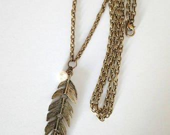 Elegant feather necklace