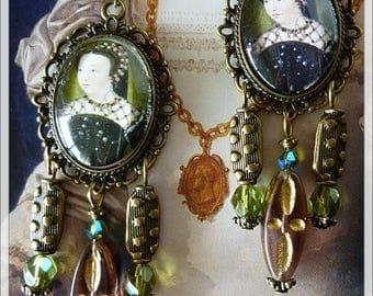 "Renaissance earrings ""BLOIS"", illustrated portrait Cabochons, green and pink Czech glass, bronze metal"