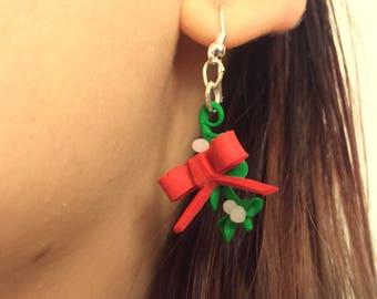 Christmas Earrings: Kiss under the mistletoe