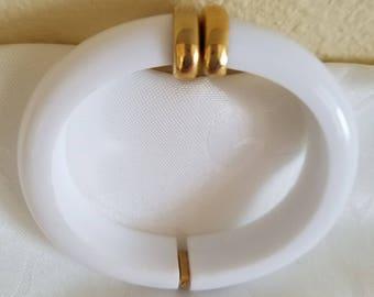 Vintage Monet Bracelet, Vintage Monet Lucite Bracelet, Vintage White Bracelet, Vintage Monet, White Lucite Bracelet, White Bangle Bracelet