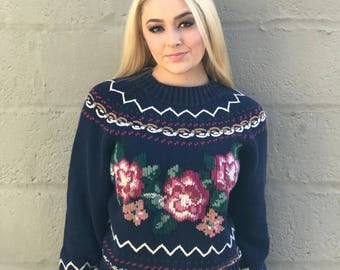 Cute Vintage Sweater with Roses and Hearts medium