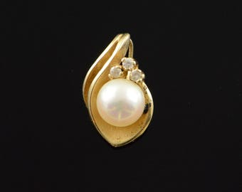 14k 6.5mm White Pearl Diamond Cluster Pendant Gold